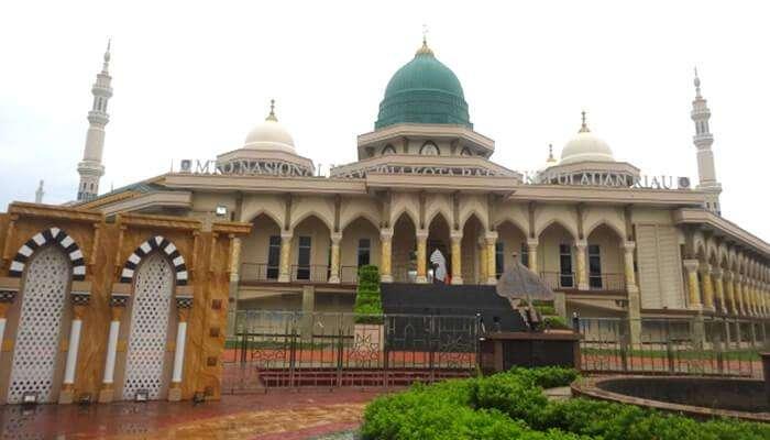বাটামের প্রধান মসজিদ রায়া
